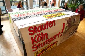 2013-05-24 Verhüllung des S21-Models im Stuttgarter Rathaus